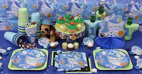 Bàn tiệc: Phần vô cùng quan trọng của buổi tiệc, hãy trang trí và làm đẹp bàn tiệc với những vật dụng không thể thiếu như khăn trải bàn, đĩa, chén, đũa, thìa, lọ hoa, nến&kèm theo đó là những món đồ ăn ngon tuyệt do chính bạn nấu