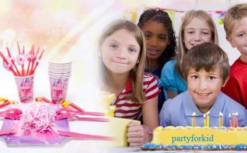 Sinh nhật là sự kiện quan trọng được bé mong chờ hàng năm nhưng nhiều cha mẹ lại không biết cách tổ chức thế nào để con có một bữa tiệc thật vui và tiết kiệm. Với bộ phụ kiện trang trí sinh nhật theo chủ đề, bé sẽ có một bữa tiệc ấm cúng. Những gợi ý dưới đây sẽ giúp các bậc phụ huynh tổ chức một bữa tiệc sáng tạo dễ dàng.