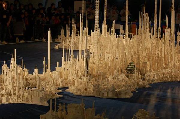 1,8 triệu miếng xếp hình Lego tạo nên bản đồ thu nhỏ của đất nước Nhật Bản.