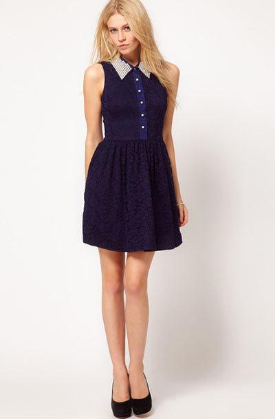 Váy liền cũng nên có phần thắt eo hơi cao, tùng váy xòe.