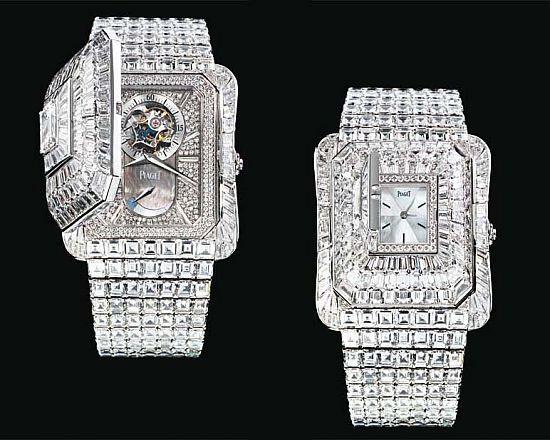 Được sản xuất từ năm 2010, đồng hồ Piaget Emperador Temple Diamonds gắn 1.200 viên kim cương được chế tác thủ công, khoe vẻ đẹp hoàn hảo từ mặt ngoài cho tới mặt trong. Sản phẩm trị giá 3,5 triệu USD.