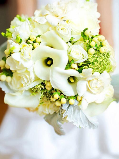 Hoa rum cũng là loại hoa được nhiều cô dâu lựa chọn cho ngày cưới.