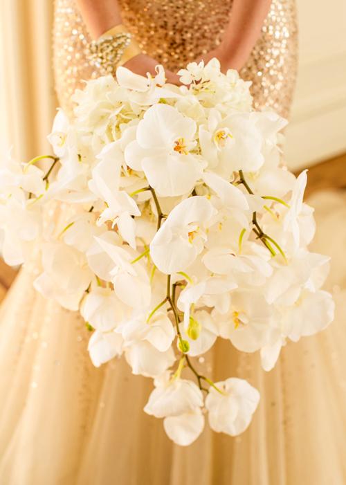 Bó hoa lan cứng cáp mà sang trọng cho ngày cưới.