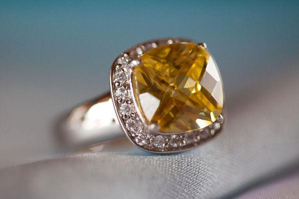 13 mẫu nhẫn đính hôn gắn đá nổi bật