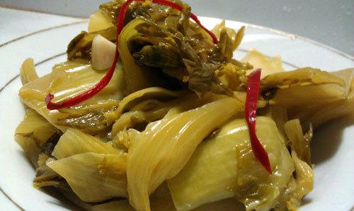 Món ăn thích hợp dùng làm đồ nhắm, giòn, chua chua, ngọt ngọt, cay cay giúp bữa ăn thêm ngon miệng.