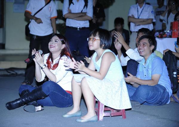Tối 26/4, Thanh Thảo mở màn tour diễn 'Mãi là chính mình' tại đại học Khoa học Tự nhiên TP HCM.