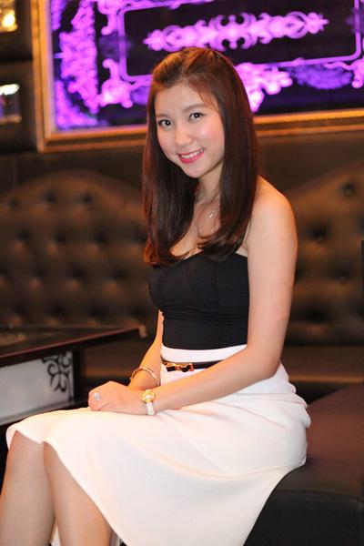 Hotgirl Hạnh Sino, thành viên cùng nhóm nhạc B.sily cùng Emily.