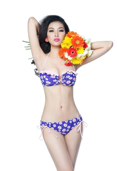 Bộ ảnh được thực hiện với sự hỗ trợ của chuyên gia trang điểm Trung Lạc.