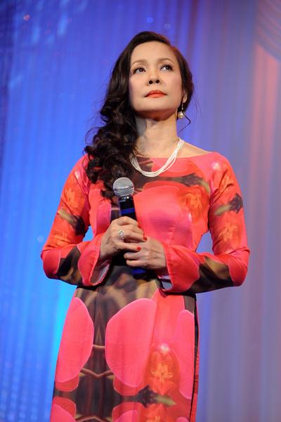 Ca sĩ Hồng Hạnh trở lại sân khấu bằng ca khúc 'Giọt mưa chiều hay nước mắt em'.