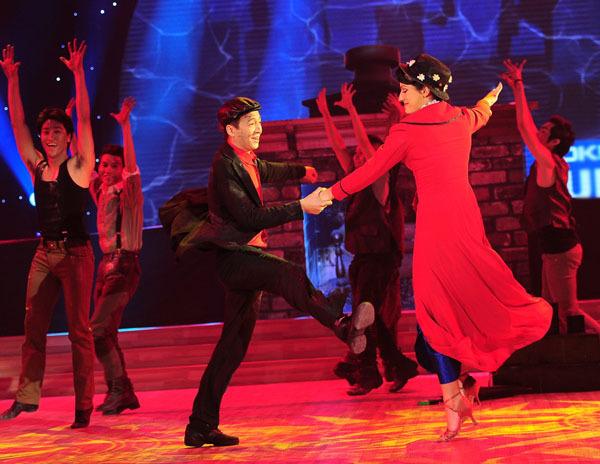 Nổi bật nhất trong đêm là cặp của Ngô Kiến Huy với 39 điểm. 'Chàng Bắp' và Victoria trình diễn những vũ điệu sôi động trên nền ca khúc 'Step in time'.
