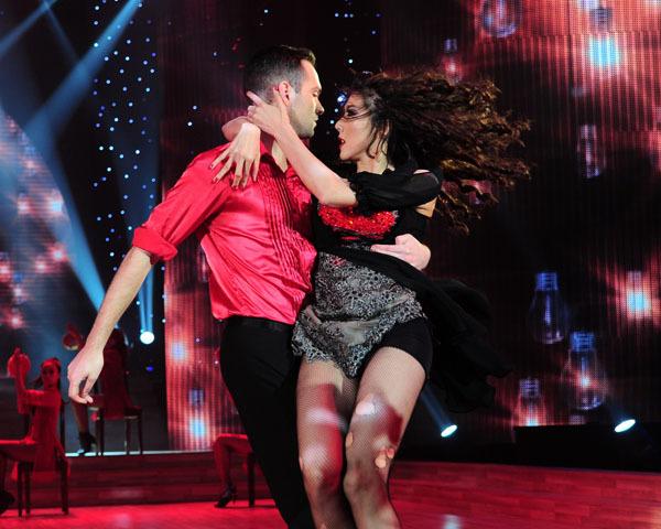 Ngọc Quyên và Daniel trình diễn đầu tiên, gây ấn tượng khá mạnh với ca khúc 'Be Intalian'. Trong tiết mục này, Ngọc Quyên trình diễn rất sexy với những động tác chắc chắn, mạnh mẽ.