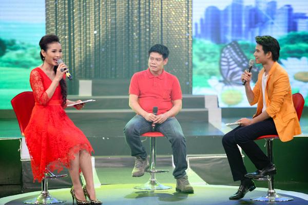 Phương Trinh còn đảm nhận vai trò dẫn chương trình cùng MC Vũ Mạnh Cường (phải). Cô có phần giao lưu khá hoạt ngôn với nhạc sĩ Võ Thiện Thanh (giữa).