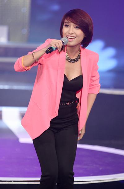 Tiêu Châu Như Quỳnh khuấy động không khí với bài hát tự sáng tác 'Ngày của riêng em'.