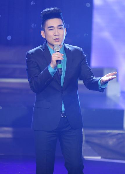Quang Hà mang đến hai ca khúc 'Mưa hồng' và 'Thành phố mười mùa hoa'. Anh cũng chia sẻ những tình cảm mà anh dành cho Sài Gòn sau 10 năm sinh sống, làm việc.