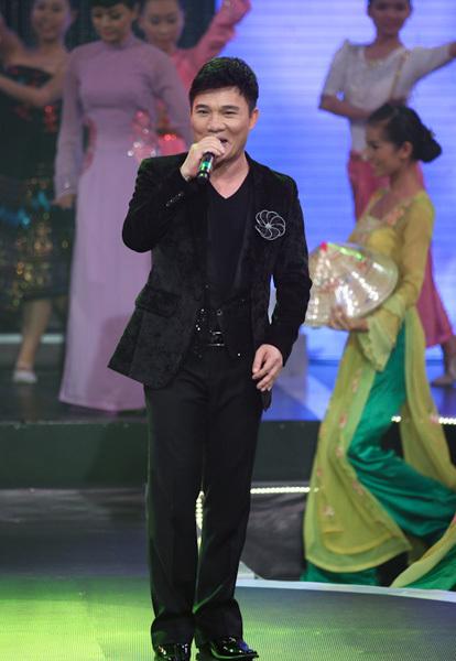 Ca sĩ Quang Linh góp mặt với 'Tôi mơ' và 'Bài ca thống nhất'.