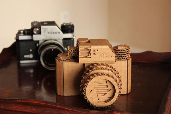 Máy ảnh tự chế được làm theo nguyên mẫu từ chiếc Nikon F cổ.
