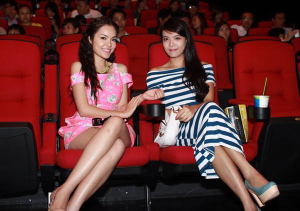 Hai người đẹp có gương mặt hao hao nhau khiến nhiều người nhầm tưởng họ là chị em.