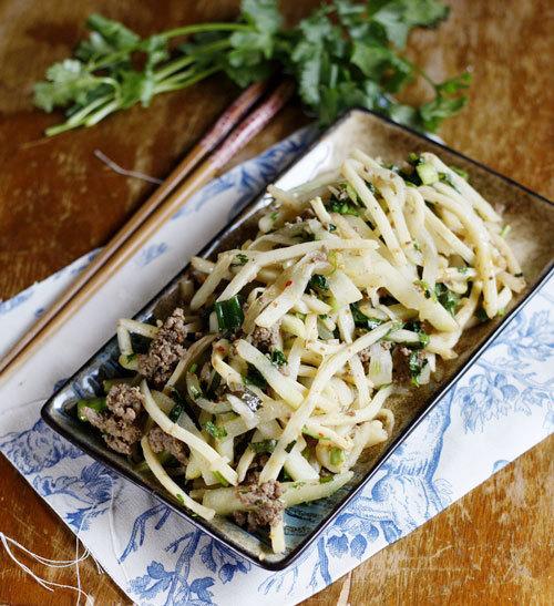 Món xào đơn giản dùng với cơm, với măng giòn và su su ngọt, đơn giản nhưng đủ chất cho bữa ăn chiều bận rộn.