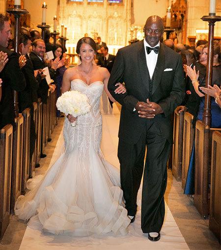 Váy cưới xa xỉ của vợ Michael Jordan