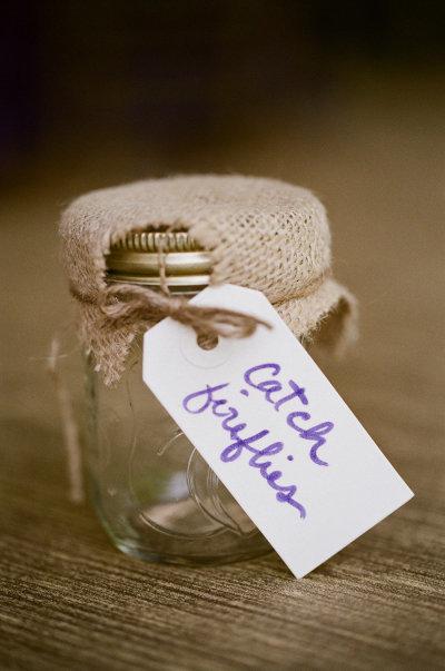 5. Đôi khi một chiếc lọ nhỏ sẽ là món quà tuyệt vời cho những khách mời thích sưu tập các món đồ đáng yêu.