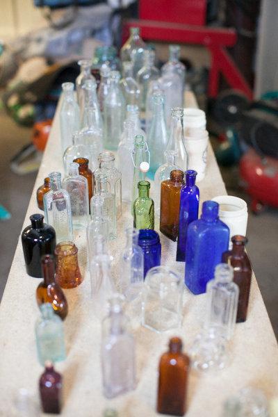 8. Một chiếc chai, lọ, bình màu sắc luôn được các khách mời thích thú.