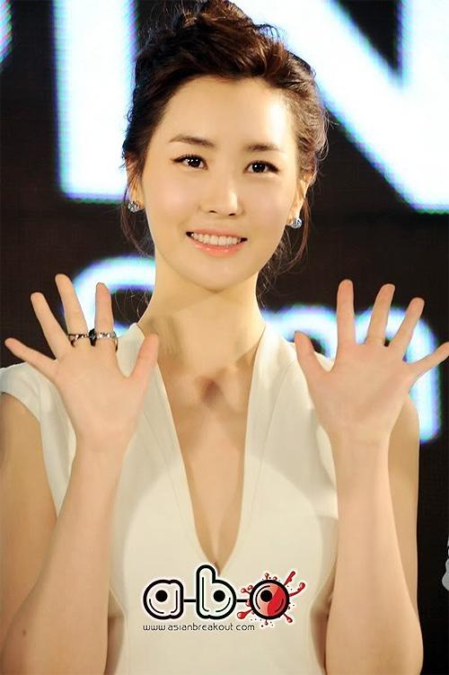 Lee Da Hae với nhan sắc ngày càng rạng ngời.