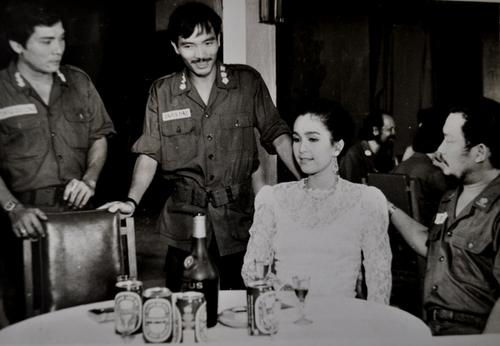 1-9/ Với diễn viên Thương Tín trong phim dòng sông hoa trắng, cảnh quay đang thực hiện ở Cần Thơ.