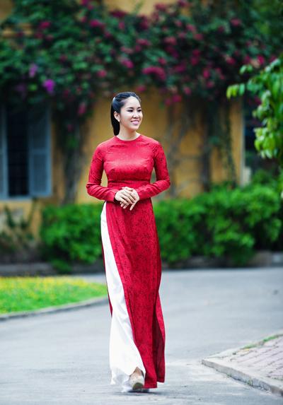 Từ khi kết hôn rồi sinh con, Lê Phương gần như vắng mặt trong làng giải trí để tập trung cho vai trò làm vợ rồi làm mẹ.