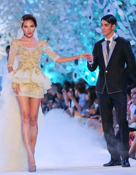 Váy cưới ngắn cũng là một điểm nhấn cho mùa hè năm nay.