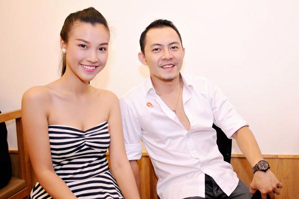 Trong buổi tiệc tối qua, Hoàng Oanh tỏ ra thân thiết với Võ Trọng Phúc, giọng ca được khán giả yêu mến sau cuộc thi Got Talent.