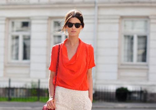 Bạn nên chọn áo cổ đổ có tay nhẹ nhàng.