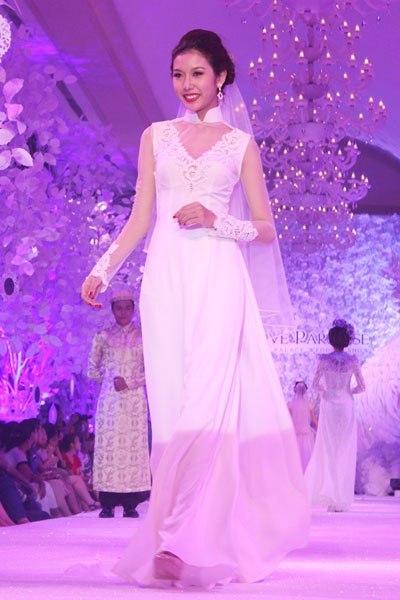 Thêm một chi tiết để các cô dâu có thể tham khảo là chiếc quần của áo dài bây giờ cũng được cách điệu nhiều.