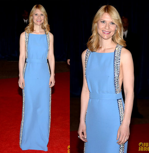 Claire Danes is a beauty in blue while hitting the red carpet at the 2013 White House Correspondents Association Dinner held at the Washington Hilton on Saturday (April 27) in Washington, D.C. wearing a Prada dress .