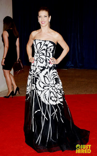 Kate Walsh is black and white all over on the red carpet at the 2013 White House Correspondents Association Dinner held at the Washington Hilton on Saturday (April 27) in Washington, D.C. wearing a Carolina Herrera dress.
