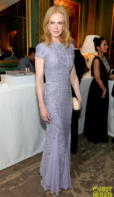 Nicole Kidman is picture perfect in a purple dress while attending theBloomberg & Vanity Fair Cocktail Reception following the 2013 White House Correspondents Association Dinner on Saturday (April 27) at the residence of the French Ambassador in Washington, D.C. wearing an Emilio Pucci dress.
