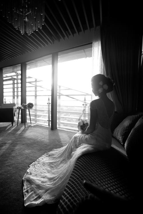 Nhà hàng cũng dành cho các cô dâu một căn phòng khá rộng rãi, sang trọng nhìn ra toàn cảnh thành phố và là nơi lưu giữ được nhiều khoảnh khắc đẹp của cô dâu thời khắc hạnh phúc.