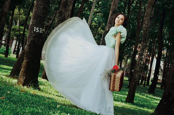 Đầm cưới xanh bạc hà dịu mát ngày hè