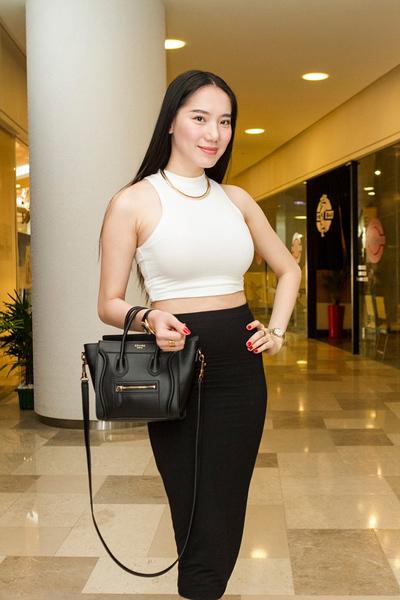 Chiều 6/5, người mẫu Chung Thục Quyên là khách mời đặc biệt trong buổi họp báo của ca sĩ - nhạc sĩ Mạnh Quân ở TP HCM.