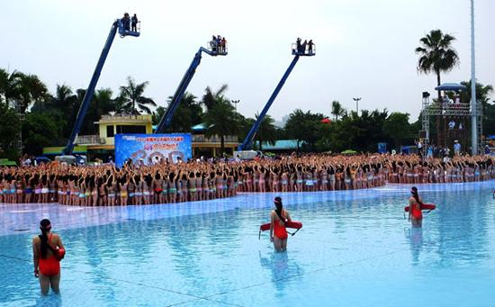 Sự kiện diện bikini chào đón mùa hè này được tổ chức rất quy mô và thu hút sự tham dự của nhiều bạn trẻ.