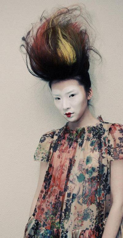 Màu nhuộm cá tính cần hợp với phong cách cá nhân.
