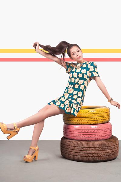 Gần đây, các fan thường gặp Chi Pu ở Sài Gòn. Cô được nhiều nhãn hàng thời trang mời làm mẫu ảnh.