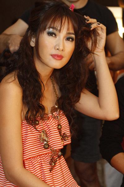 Siêu mẫu Anh Thư cũng tham gia biểu diễn trong đêm.