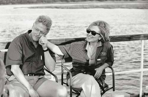 Tống thống Bill và bà Hillary Clinton.