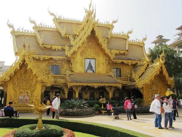 Đền chùa ở Chiang Mai không lớn như ở Bangkok nhưng đẹp và cổ kính hơn.