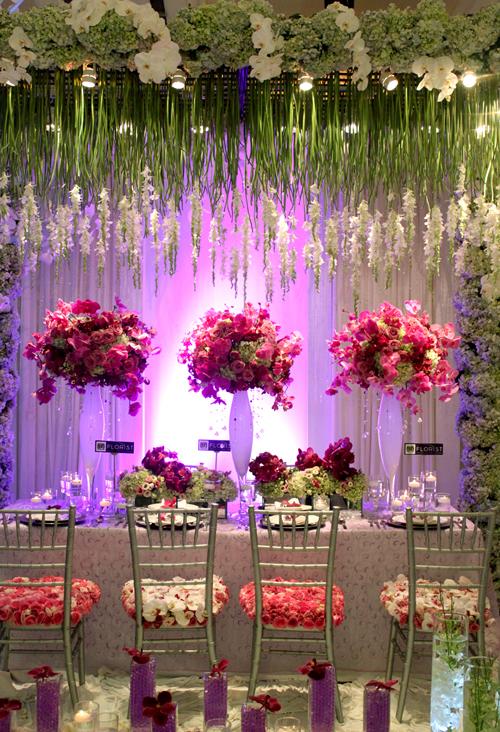 Hoa dáng cao phù hợp với những sảnh tiệc rộng và phong cách sang trọng.