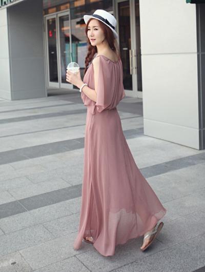 Dành cho các cô nàng yêu phong cách vintage lãng mạn là chiếc đầm maxi voan giá 275.000 đồng. Sản phẩm có kích thước freesize với màu hồng và đen cho nàng chọn lựa. http://www.sendo.vn/thoi-trang-nu/dam/dam-du-tiec/dam-du-tiec-ma-so-d514-107298/?utm_source=ngoisao&utm_medium=VASPR&utm_campaign=0805vaytaylomlink