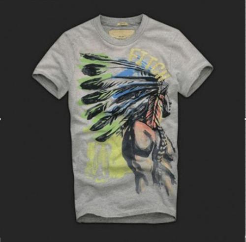 Chàng có thể lựa chọn chiếc áo thổ dân giá 230.000 đồng để kết hợp cùng với quần jean tạo phong cách bụi bặm, nam tính. Sản phẩm có màu xám, size S. http://www.sendo.vn/thoi-trang-nam/ao-nam/ao-thun/ao-thun-abercrobie-fitch-116032/?utm_source=ngoisao&utm_medium=VASPR&utm_campaign=0805aocotronnam