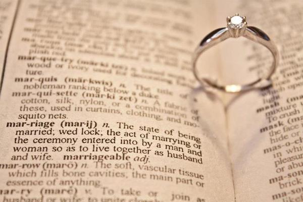 2 mẫu nhẫn đính hôn đẹp cổ điển, trang nhã