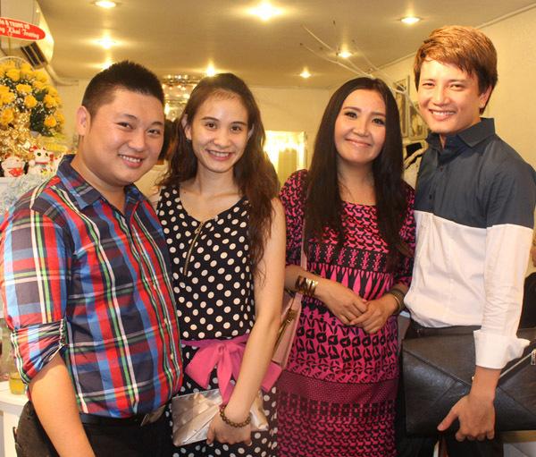 Buổi tiệc còn có sự tham gia của diễn viên Ngân Quỳnh (phải) và diễn viên Bá Thắng.