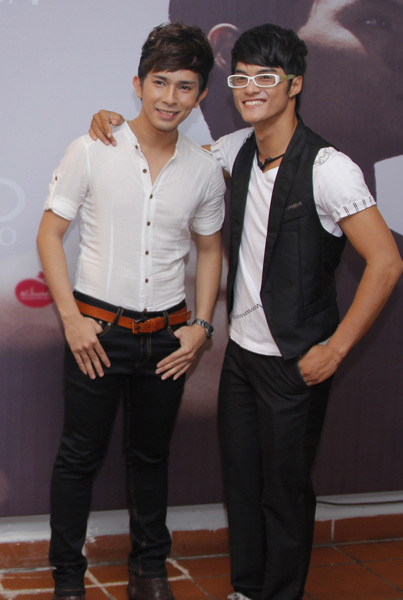Ca sĩ Cường DC vừa thể hiện ca khúc trong MV, vừa hỗ trợ Lâm Vinh Hải rất nhiều trong công việc.